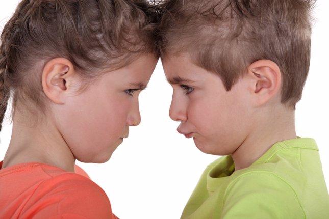 Cómo gestionar las peleas en casa con hermanos