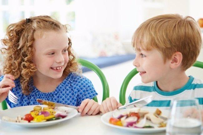 Foto: Modales en la mesa para niños (THINKSTOCK)