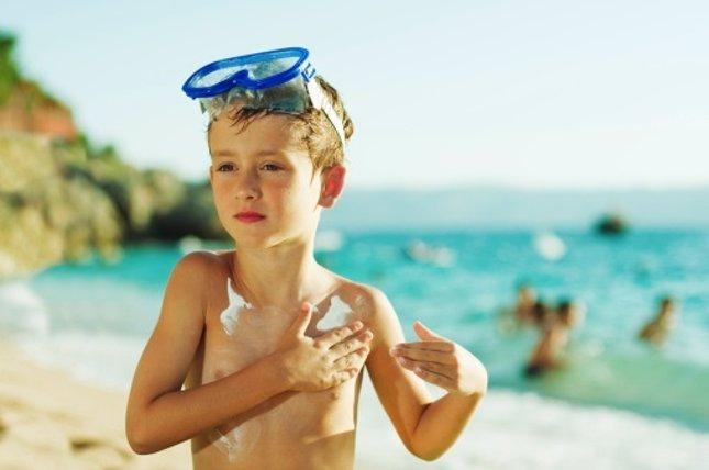 Contra el melanoma, protege a los niños del sol