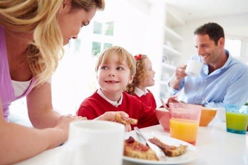 Los niños aprenden a ser sociables en familia
