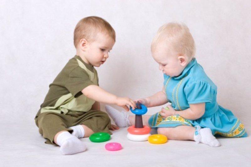Los juguetes apropiados para niños de 12 a 18 meses
