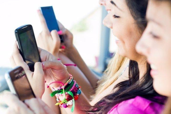 Foto: WhatsApp, ¿un peligro para los menores? (THINKSTOCK)