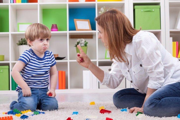 El refuerzo positivo frente al castigo infantil