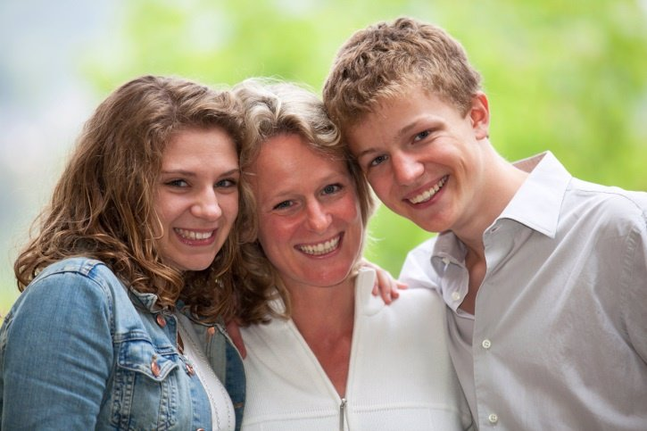 Adolescente y adulto a la vez, la dependencia paterna