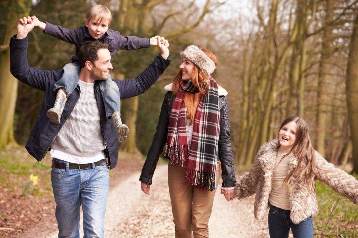 Familia, bosque, invierno