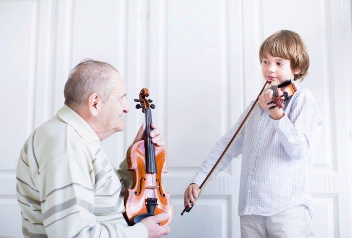Música en niños y abuelos, violín
