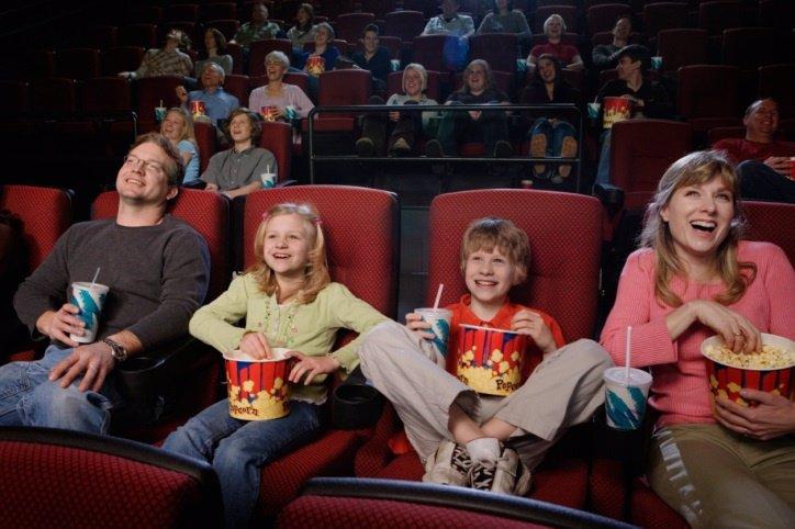 Consejos para disfrutar de una película en familia