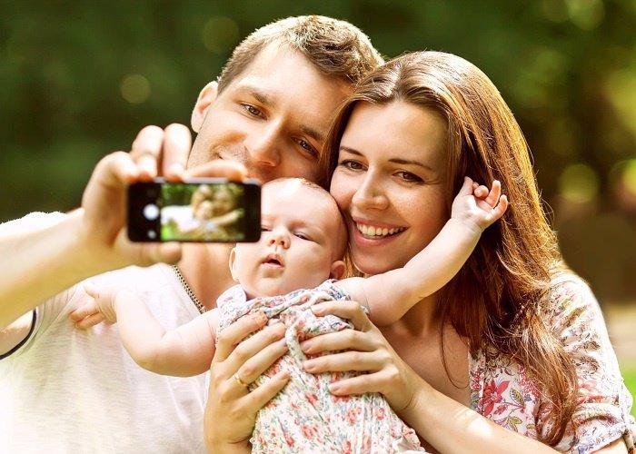 Notabli, red social para familias. Selfie, móvil, foto