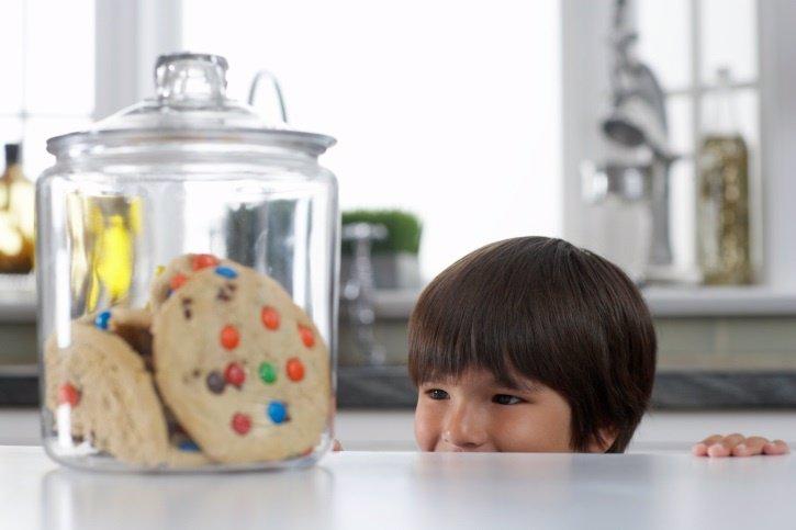 Los peligros de chuches, dulces y bollos en niños
