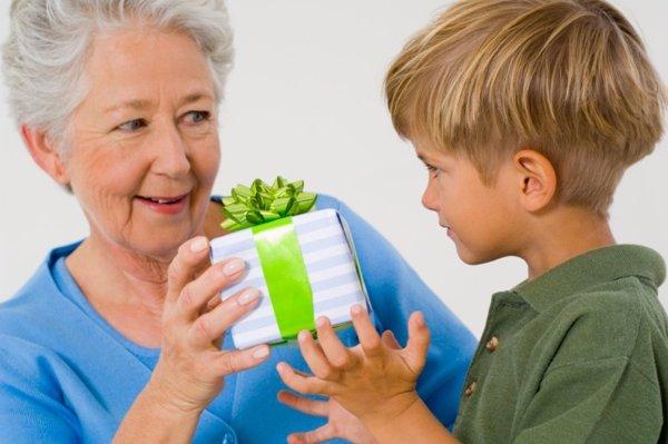 8 beneficios que los abuelos aportan a sus nietos