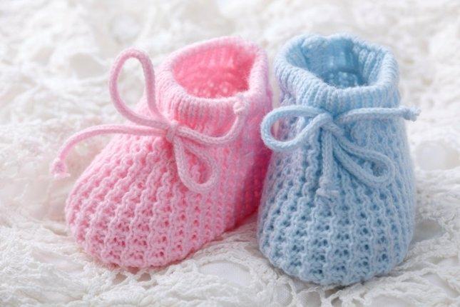 Patucos para bebé dos agujas