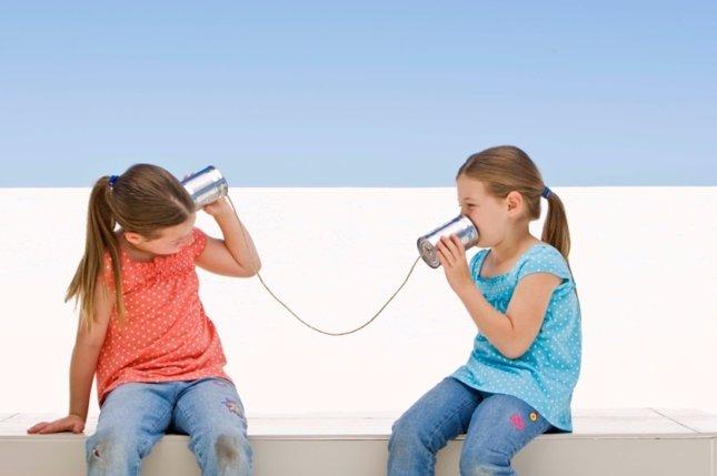Cada vez más niños son incapaces de comunicarse, niñas hablando