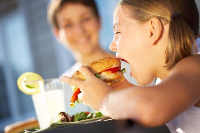 Baja el consumo de comida rápida hamburguesa en niños