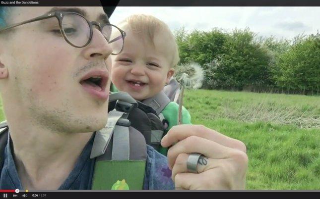 Tom Fletcher, bebé y diente de león