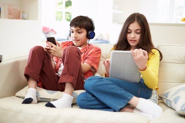 Niños usando las nuevas tecnologías