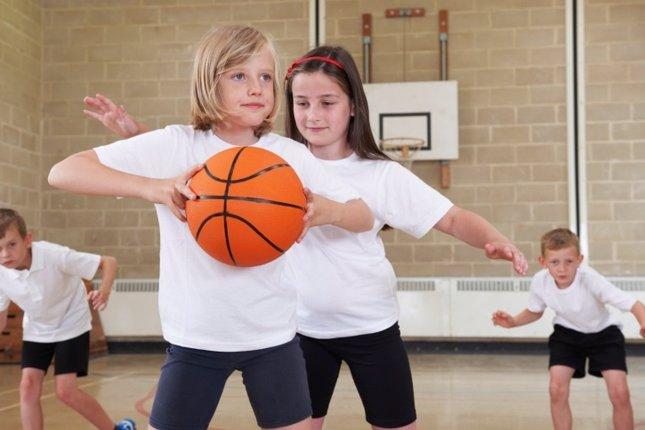 Cómo ayudar a los niños poco deportistas