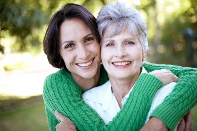 Mujer 60 y mujer joven