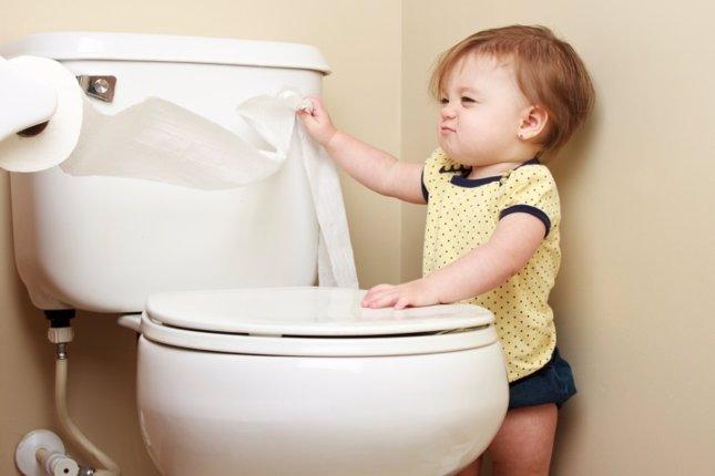 Bebé, baño, diarrea en niños