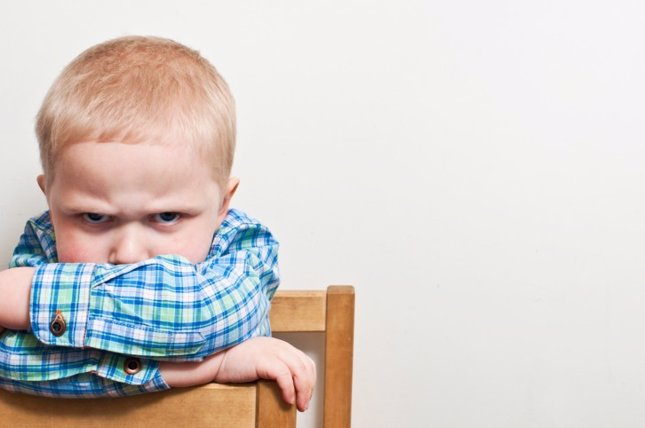 Niño estresado y enfadado