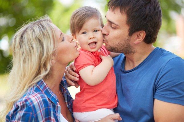 Padre y madre con bebé