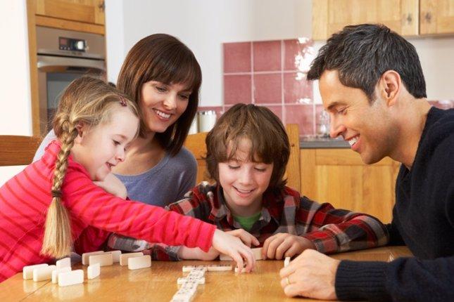 Resultado de imagen para familia juegos de mesa
