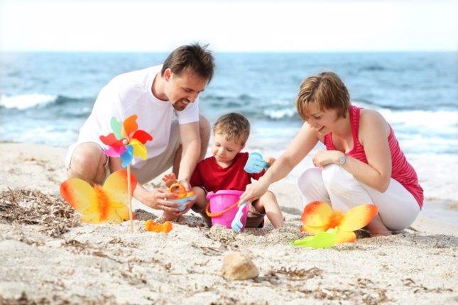 Familia en la playa, sobreprotección