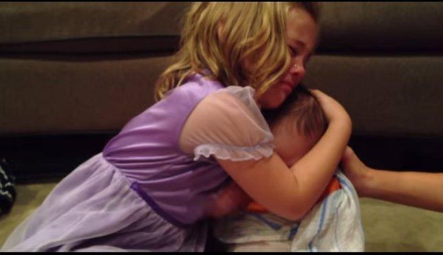 Niña no quiere que su hermano crezca