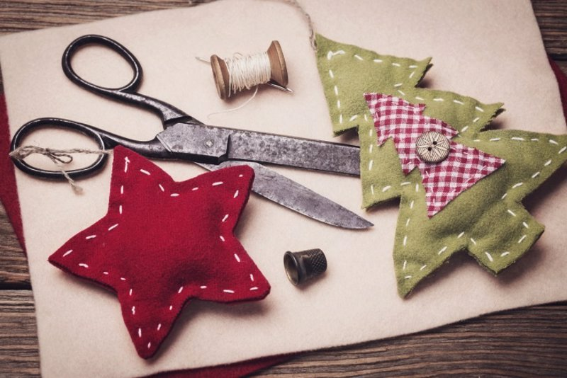 10 manualidades de navidad para decorar la casa con los ni os for Decoracion navidena para ninos