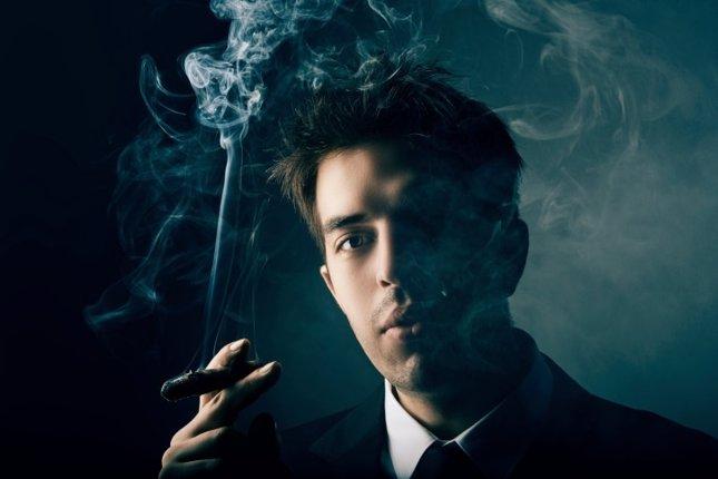 Hombre fuma
