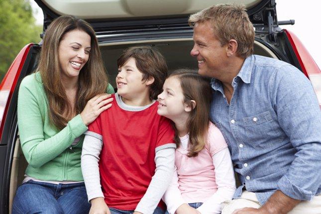 Así viajan las familias en coche