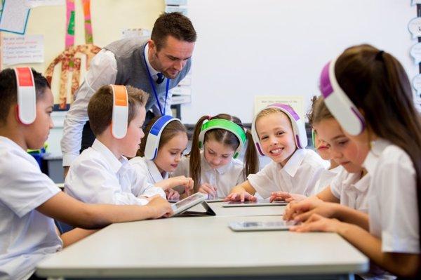 Por qué asusta a los padres el uso de la tablet en el colegio