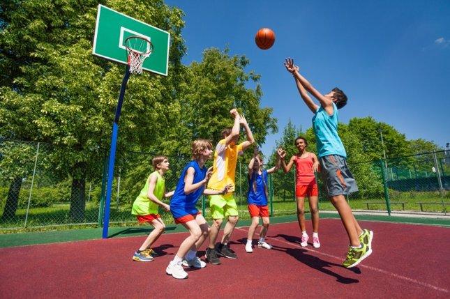 La AEP recomienda a los niños una hora de deporte al día