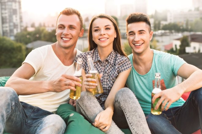 Alcohol y adolescentes: consejos de la AEP