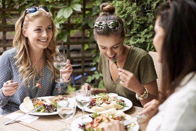 9 Trucos Para Mantener La Línea Al Comer