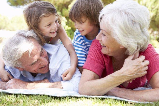 Los abuelos: Pieza fundamental  en los hogares