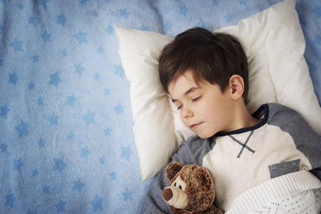 Acostarse temprano ayuda a prevenir la obesidad en la adolescencia
