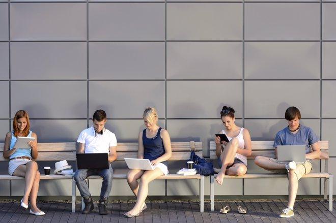 Casi un millón de jóvenes en riesgo de adicción a internet