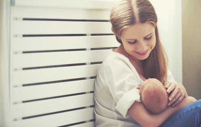 La AEP  recomiendan una dieta de al menos 1.800 calorías a madres lactantes