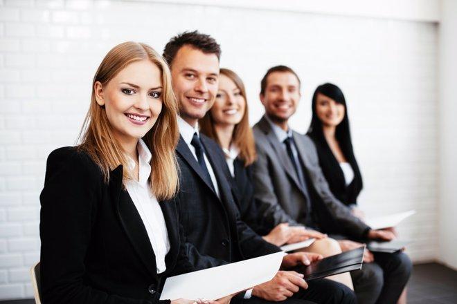 Encuesta: el 44% de los jóvenes cree que las empresas discriminan a la mujer
