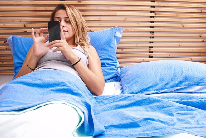 La pantalla del móvil influye negativamente en la calidad del sueño