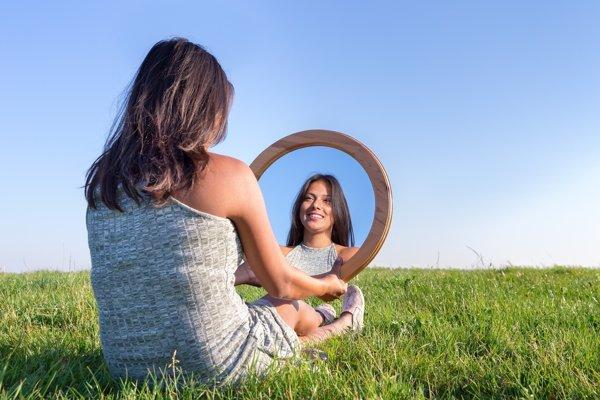 Beneficios de mirarse al espejo