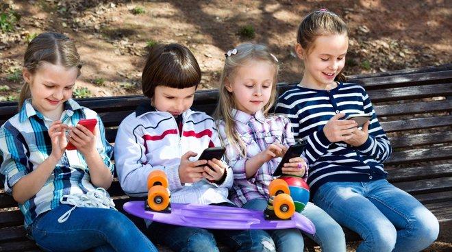 A qué juegan en el móvil nuestros hijos