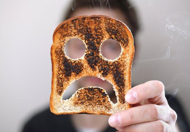 El peligro de tostar demasiado los alimentos