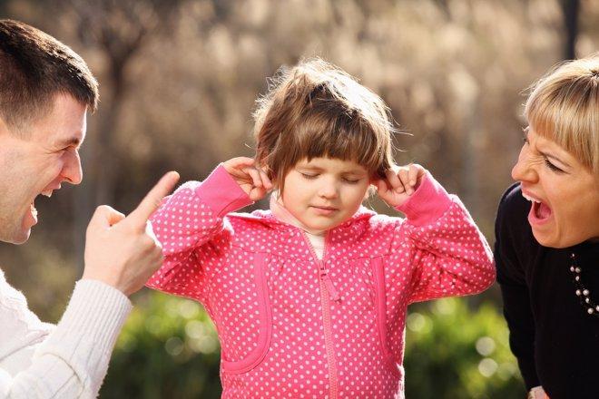 Gritar y corregir físicamente no es el mejor camino para educar