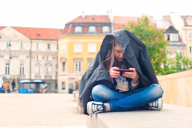 Las redes sociales termina por aislar del mundo