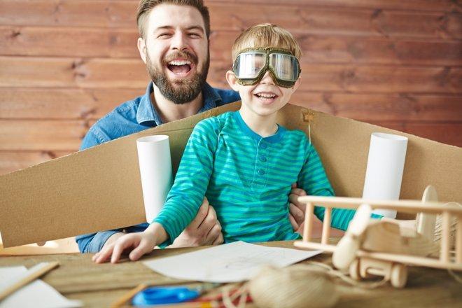 Jugar con los niños tiene importantes beneficios
