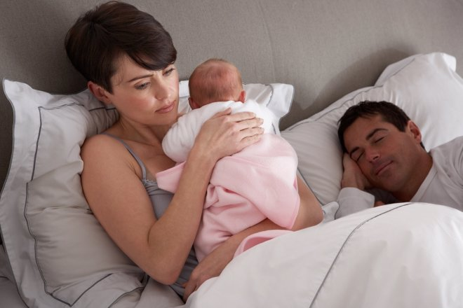 Las madres son las que más se privan del sueño con la llegada de un niño