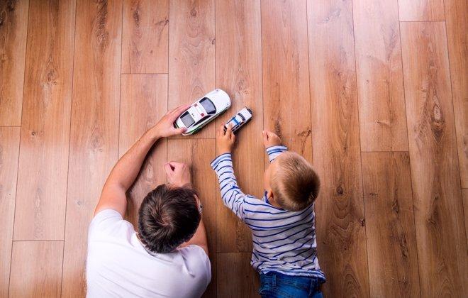Los padres de hoy juegan más con sus hijos que hace años
