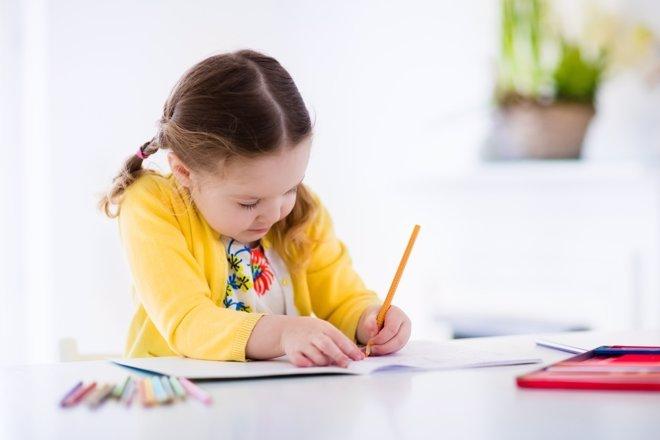 Niños zurdos: adaptación al colegio