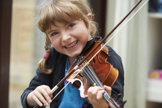 Los beneficios de las clases de música para los niños